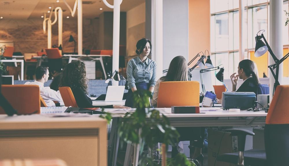 La giusta disposizione delle scrivanie in un ufficio