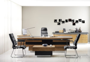 Come scegliere le scrivanie per l'ufficio: direzionali e operative